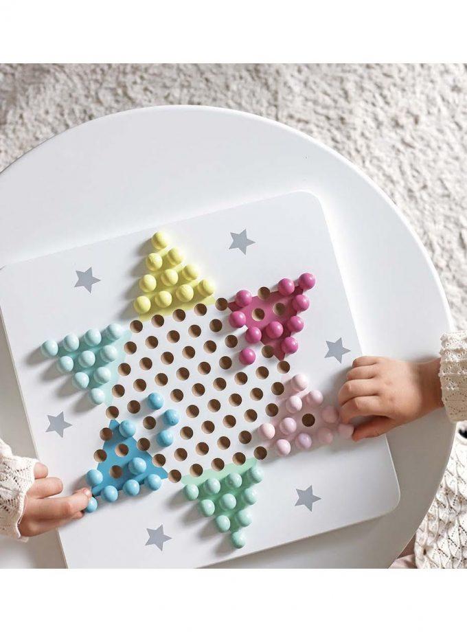 Stalo žaidimas kinietiškos šaškės